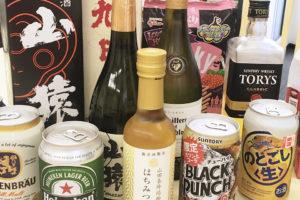 写真:持ち寄られた酒類