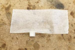 写真:メンディングテープで動かないようにセット!