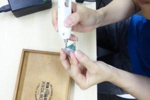 写真:超音波カッターで形を整えますよ~